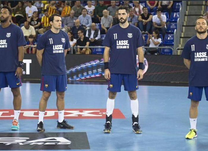 N'Guessan, Ariño, Entrerríos y Víctor Tomás con la camiseta de apoyo a Lasse Andersson antes del partido ante el Kristianstaad.